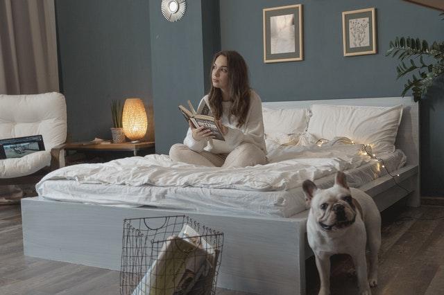Comment créer un lit cocooning?